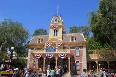 Ayuntamiento en Main Street U S A , Disneyland California Foto de archivo libre de regalías