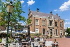 Ayuntamiento histórico en la plaza del mercado de Lochem Imagenes de archivo