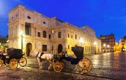 Ayuntamiento i skymning Seville Arkivbild