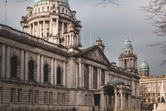 Ayuntamiento - Irlanda del Norte, Reino Unido Belfast - abril de 2019 imágenes de archivo libres de regalías