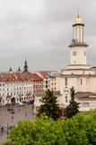 Ayuntamiento Ivano-Frankivsk y plaza del mercado, Ivano-Frankivsk, Ucrania Foto de archivo