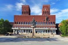 Ayuntamiento - Radhuset, Oslo, Noruega foto de archivo