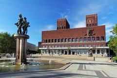 Ayuntamiento - Radhuset, Oslo, Noruega imágenes de archivo libres de regalías