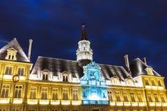 Ayuntamiento Reims en la noche fotos de archivo libres de regalías
