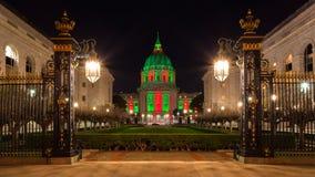 Ayuntamiento San Francisco durante la Navidad Fotos de archivo libres de regalías