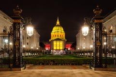 Ayuntamiento San Franicisco adentro en la noche Fotos de archivo