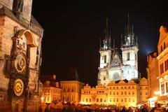 Ayuntamiento viejo con la iglesia de nuestra señora antes de Tyn, Praga, República Checa foto de archivo libre de regalías