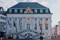 Ayuntamiento viejo de Bonn en el mercado fotografía de archivo libre de regalías