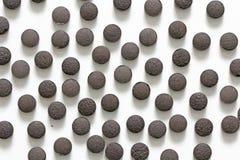 Ayurveda piller Växt- naturliga indiska piller, Ayurveda behandling Ayurvedic medicinört Bakgrund av pillret eller svart brunt arkivfoton