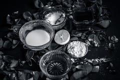 Ayurvedic kruiden gezichts of ingredi?nten i van het gezichtspak e Nam stroop toe, nam bloemblaadjes, honing, citroen, citroen en royalty-vrije stock afbeelding