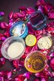Ayurvedic kruiden gezichts of ingredi?nten i van het gezichtspak e Nam stroop toe, nam bloemblaadjes, honing, citroen, citroen en royalty-vrije stock foto