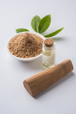 Ayurvedic sandelträpulver, olja och deg Arkivbild