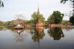 ayuttayaen översvämmar det mega tempelet thailand Royaltyfri Bild
