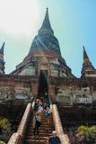 ayutthaya银行在塔河附近位于 免版税库存照片
