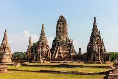 ayutthaya银行在塔河附近位于 免版税库存图片