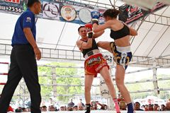 在泰拳战斗Fastival的泰国拳击比赛 库存图片