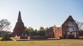 Ayutthaya, Ταϊλάνδη - 1 Ιανουαρίου 2018: Ο αρχαίος ναός κριού Wora Chet Tha Wat πολλοί άνθρωποι προσεύχεται και λατρεύει στοκ εικόνες