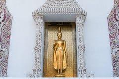 Ayutthaya, Ταϊλάνδης - 11 Μαρτίου, 2017: Ο μόνιμος χρυσός Βούδας s Στοκ εικόνες με δικαίωμα ελεύθερης χρήσης