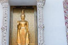 Ayutthaya, Ταϊλάνδης - 11 Μαρτίου, 2017: Ο μόνιμος χρυσός Βούδας s Στοκ φωτογραφίες με δικαίωμα ελεύθερης χρήσης