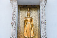 Ayutthaya, Ταϊλάνδης - 11 Μαρτίου, 2017: Ο μόνιμος χρυσός Βούδας s Στοκ Εικόνα