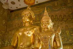 Ayutthaya, Ταϊλάνδης - 11 Μαρτίου, 2017: Χρυσό άγαλμα του Βούδα μέσα Στοκ Φωτογραφίες