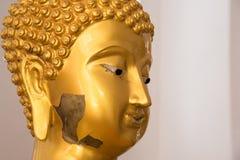 Ayutthaya, Ταϊλάνδης - 11 Μαρτίου, 2017: Χρυσό άγαλμα του Βούδα μέσα Στοκ φωτογραφία με δικαίωμα ελεύθερης χρήσης