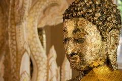 Ayutthaya, Ταϊλάνδης - 11 Μαρτίου, 2017: Χρυσό άγαλμα του Βούδα μέσα Στοκ Φωτογραφία
