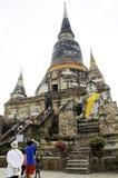 Ayutthaya mars 2: Wat Yai Chai Mongkhon Temple in, pro-ayuthaya Royaltyfri Fotografi