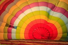 AYUTTHAYA, TAILÂNDIA - 5 DE DEZEMBRO DE 2009: balão de ar quente interno no festival internacional 2009 do balão de Tailândia em  imagens de stock royalty free