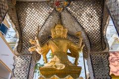 Ayutthaya, Tailândia - março, 11, 2017: Uma estátua do santuário de Brahma mim fotografia de stock