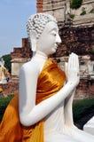 Ayutthaya, Tailândia: Wi brancos Praying de Buddha Fotografia de Stock