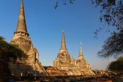 Ayutthaya, Tailandia-aprile 20,2018: I turisti vengono a visitare i luoghi antichi al tempio di Wat Phra Si Sanphet nel parco sto immagini stock libere da diritti