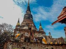 Ayutthaya Tajlandia, Czerwiec, - 30 2017: Turysta iść odwiedzać Wat Yai Chaimongkol przy Ayutthaya duża historii świątynia, Tajla obrazy stock