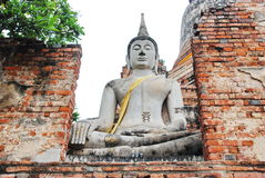 AYUTTHAYA-THAILAND-: Fördärvar av kloster, fördärvar av det gamla pet Arkivbild