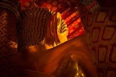 Ayutthaya Thailand 2018: Große Gold-Buddha-Statue Schließen Sie herauf Kopf Wat Phananchoeng-Tempel Symbol des Marksteins stockfotos