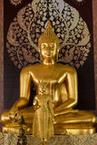 Ayutthaya, Thailand - März, 11, 2017: Goldene Buddha-Statue herein Stockfoto
