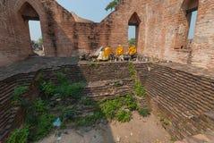 Ayutthaya-THAILAND, Ruïnes van het klooster, ruïnes van het de oude pagode, standbeeld van ruïnesboedha & het gebied in de oude t Stock Foto
