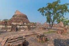 AYUTTHAYA-THAILAND, Ruinen des Klosters, Ruinen der alten Pagode, Ruinen Buddha-Statue u. Bereich im alten Tempel lizenzfreie stockfotografie