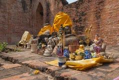 AYUTTHAYA-THAILAND, Ruinen des Klosters, Ruinen der alten Pagode, Ruinen Buddha-Statue u. Bereich im alten Tempel lizenzfreies stockfoto