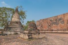 AYUTTHAYA-THAILAND, Ruinen des Klosters, Ruinen der alten Pagode, Ruinen Buddha-Statue u. Bereich im alten Tempel stockfoto