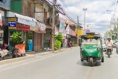 Ayutthaya Thailand, Selbstrikscha three-weeler tuk-tuk Taxi driv Lizenzfreie Stockfotos