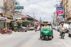 Ayutthaya Thailand, Selbstrikscha three-weeler tuk-tuk Taxi driv Stockfotos