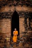 Ayutthaya Thailand - 17 September 2017: Anseende för buddistisk munk arkivfoto