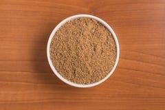 Azúcar de Brown en un cuenco fotografía de archivo