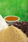 Azúcar de Brown y otros ingredientes de la hornada Fotografía de archivo