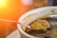 Azúcar dulce en café sólo Imágenes de archivo libres de regalías
