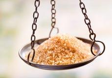 Azúcar en equilibrio escala imagenes de archivo