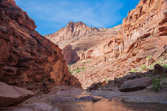 AZ-UT-Paria峡谷银朱的峭壁原野Paria河峡谷 库存图片