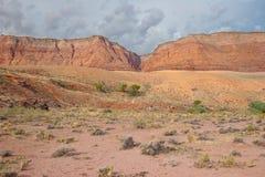 AZ-UT-Paria峡谷银朱的峭壁原野Paria河峡谷 免版税库存照片