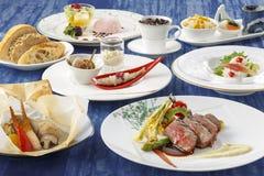 Azalea Course con pan, el cangrejo fresco, el atún, el sushi y el tempura Fotos de archivo libres de regalías